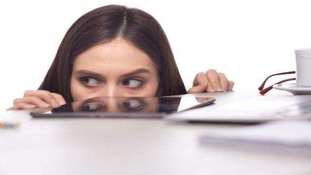 職場の苦手な人に緊張する
